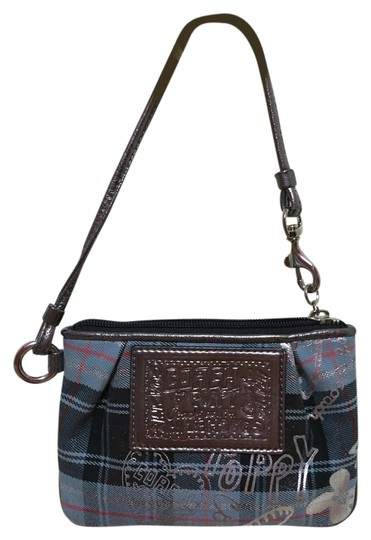 Preload https://item4.tradesy.com/images/coach-poppy-blue-and-silver-plaid-canvas-wristlet-3813373-0-0.jpg?width=440&height=440