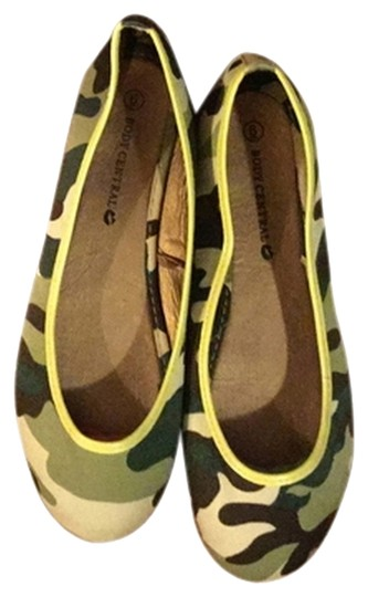 Preload https://img-static.tradesy.com/item/3814489/body-central-camo-flats-size-us-6-regular-m-b-0-1-540-540.jpg