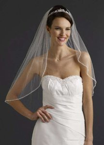 David's Bridal Ivory Short Elbow Length 1 Tier with Beaded Edge Style Vmp9573 Bridal Veil