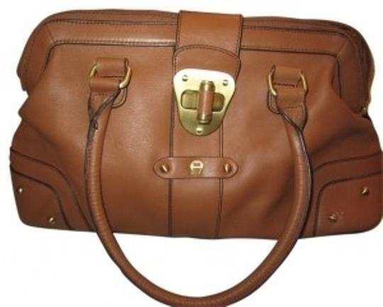 Preload https://img-static.tradesy.com/item/38197/etienne-aigner-hyde-park-honey-light-brown-leather-satchel-0-0-540-540.jpg