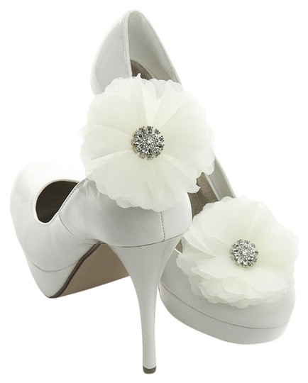 Mariell Ivory Tulle and Crystal Bridal Shoe Clip 3846SC