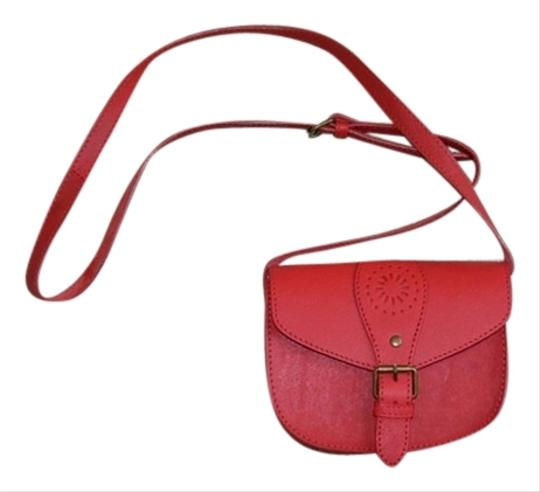 Preload https://item4.tradesy.com/images/red-leather-cross-body-bag-3820843-0-0.jpg?width=440&height=440