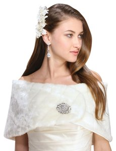 Mariell White Pelted Faux Fur Bridal or Bridesmaid Vintage Wedding Wrap 3842W