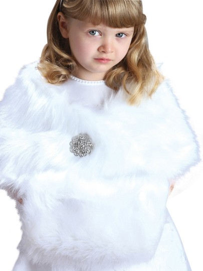 Mariell Child's White Faux Fur Hand Muff for Winter Weddings 3825M-W