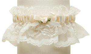 Mariell Hand-Sewn Vintage Lace Wedding Garters - Ivory 205G-I-I