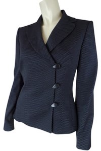 Tahari Button Front Rayon Poly Blend Sleek Off Center Button Front Triangular Buttons Size 4 Padded Shoulders Long Sleeves Gray & Black Geometric Print Blazer