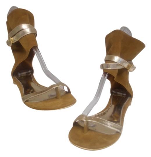 Preload https://item1.tradesy.com/images/gianvito-rossi-tan-camel-and-gold-suede-gladiator-flats-size-us-7-regular-m-b-3827065-0-0.jpg?width=440&height=440
