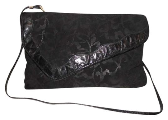 Preload https://img-static.tradesy.com/item/382746/reem-acra-clutch-black-leather-cross-body-bag-0-0-540-540.jpg
