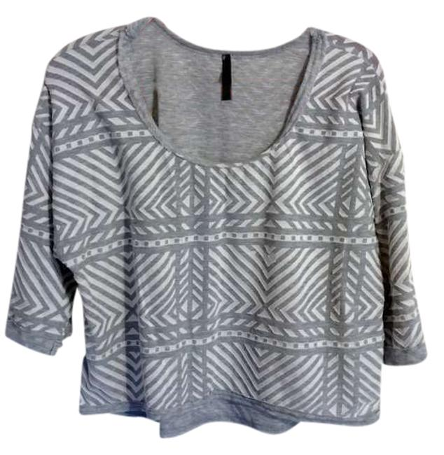 Preload https://img-static.tradesy.com/item/382845/mono-b-gray-and-white-blouse-size-6-s-0-0-650-650.jpg