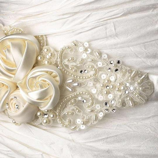 Preload https://img-static.tradesy.com/item/382846/ivory-rhinestone-pearl-beaded-lace-flower-sash-0-0-540-540.jpg