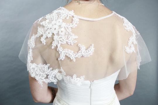 White Handmade Elegant A Line Sweetheart Lace Applique Featured with Crystal Belt and Detachable Lace Bolero Wedding Dress Size 4 (S)