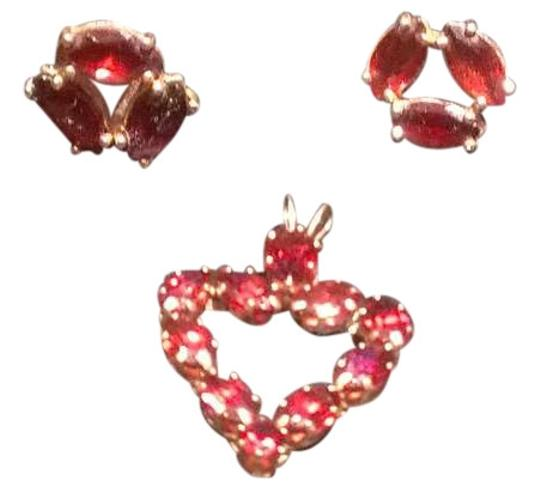 Preload https://img-static.tradesy.com/item/382919/macy-s-garnet-earrings-0-0-540-540.jpg