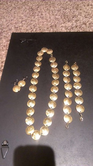 Preload https://img-static.tradesy.com/item/382981/gold-tone-coins-necklace-0-0-540-540.jpg