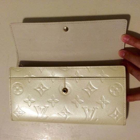 Louis Vuitton (GOOD CONDITION) Louis Vuitton Perle Monogram Vernis Sarah Wallet