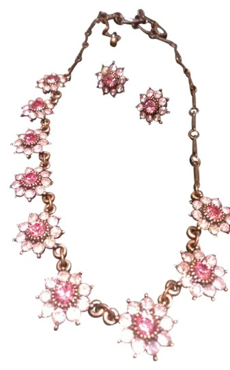 Preload https://img-static.tradesy.com/item/383076/avon-pink-sparkle-necklace-0-0-540-540.jpg