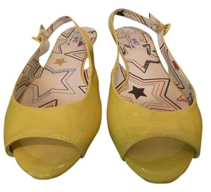 Social Occasions Yellow Flats