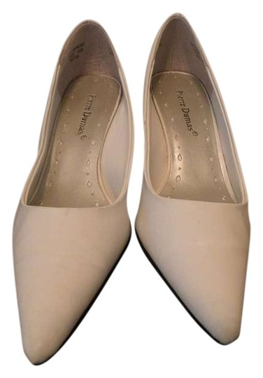 Preload https://item4.tradesy.com/images/pierre-dumas-white-pumps-size-us-7-383243-0-0.jpg?width=440&height=440