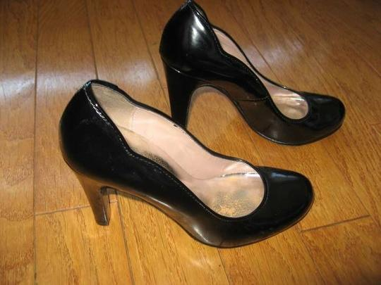 Marc by Marc Jacobs Scalloped Edge Patent Leather Black Pumps