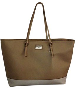 New York Company Tote In Tan And Winter White