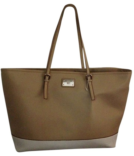 Preload https://item4.tradesy.com/images/new-york-and-company-tan-and-winter-white-pvc-tote-383358-0-0.jpg?width=440&height=440