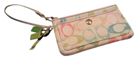 Preload https://item4.tradesy.com/images/coach-ivory-wristlet-383393-0-0.jpg?width=440&height=440