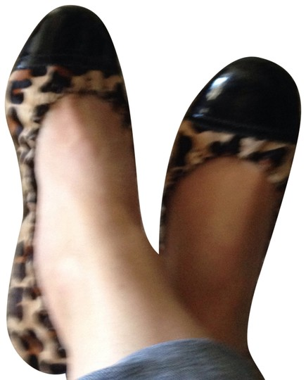 Preload https://img-static.tradesy.com/item/383406/tory-burch-black-with-animal-print-flats-size-us-6-regular-m-b-0-1-540-540.jpg