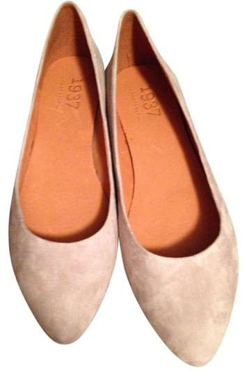Preload https://item4.tradesy.com/images/madewell-grey-flats-size-us-8-383548-0-0.jpg?width=440&height=440