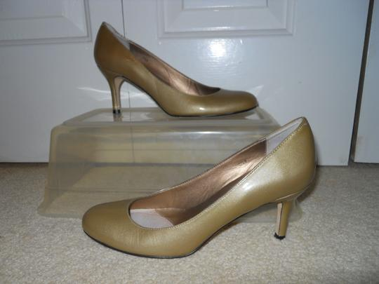 Vaneli Leather gold Pumps