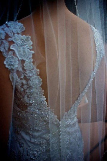 Allure Bridals Ivory Charmeuse Satin Lining and Lace Applique Overlay 8800 Feminine Wedding Dress Size 2 (XS)