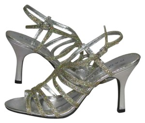 Rampage Gold Glitter Pumps