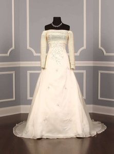 St. Pucchi 9214 Wedding Dress