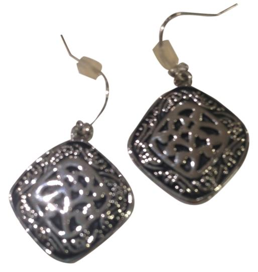Preload https://item3.tradesy.com/images/other-knot-pattern-earrings-3858277-0-0.jpg?width=440&height=440