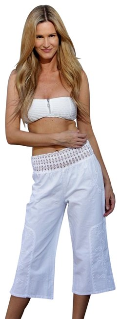 """Item - White Organic Cotton Embroidered """"Sole"""" Casual Capris Size 6 (S, 28)"""