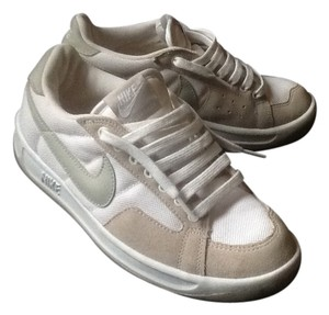 Nike New Size 8 Canvas Leather White with beige trim and grey logo Athletic