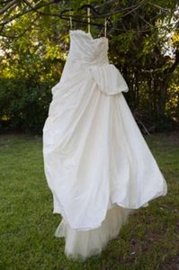 Vera Wang Ivory 2012 For David's Bridal Taffeta Ball Gown with Draped Bodice In Formal Wedding Dress Size 2 (XS)