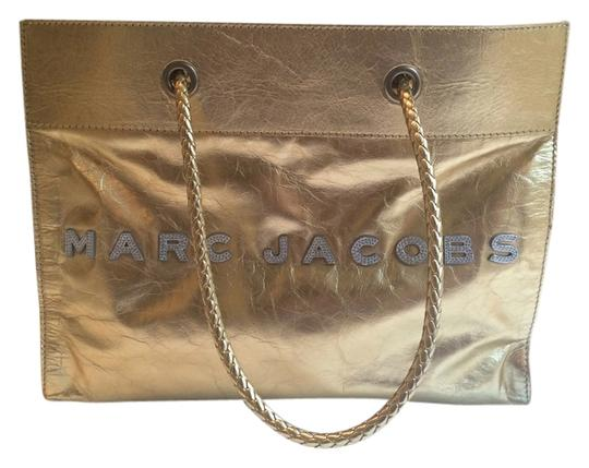 Preload https://item2.tradesy.com/images/marc-jacobs-tote-bag-gold-3865486-0-0.jpg?width=440&height=440