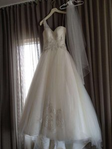 Beautiful Jennifer Leigh Couture Veil