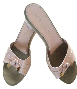 Louis Vuitton Light pink/Cream Sandals