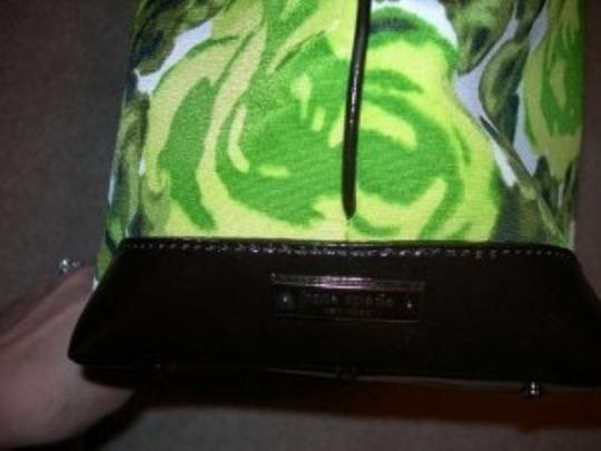 Kate Spade Shopper Interior Side Pockets And Zipper Pocket Tote in Green floral with black trim
