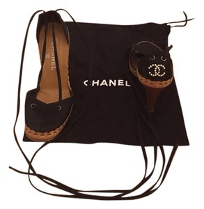 Chanel Black/tan/pearl CC Logo Sandals