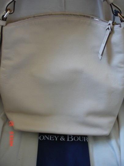 Dooney & Bourke Leather Handbag Dust Adjustable Strap Satchel in Ivory