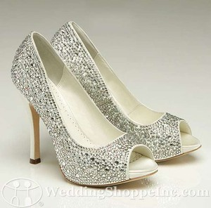 Benjamin Adams Ivory/Silver Bling Charlize Pumps Size US 6