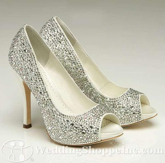 Item - Ivory/Silver Bling Charlize Pumps Size US 6