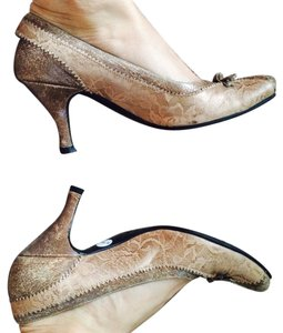 Bositeng Bronze Pumps