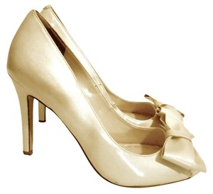 Enzo Angiolini Bow Beige Pumps