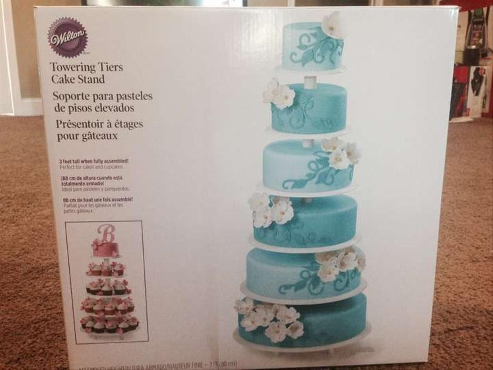 wilton wedding cake stands wilton cakes and cupcake stand tradesy weddings 27534