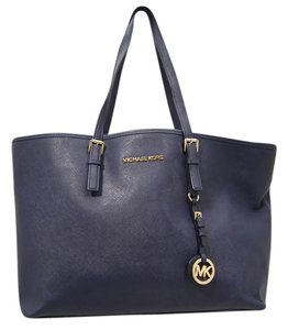 Michael Kors Saffiano Leather Navy Mk Hang Tag Jet Set Tote in Navy Blue