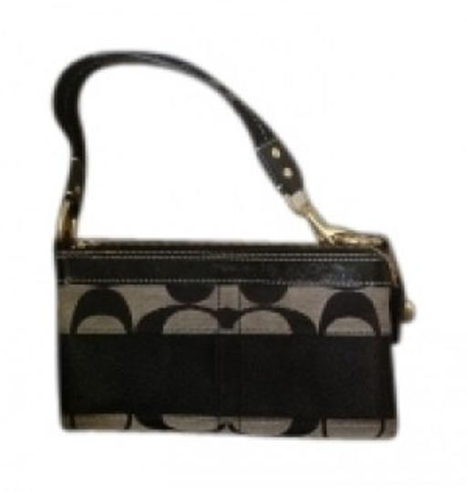 Preload https://item1.tradesy.com/images/coach-black-and-grey-signature-jacquard-fabric-with-leather-trim-shoulder-bag-39005-0-0.jpg?width=440&height=440