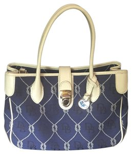 Dooney & Bourke Tote in Navy Blue And White