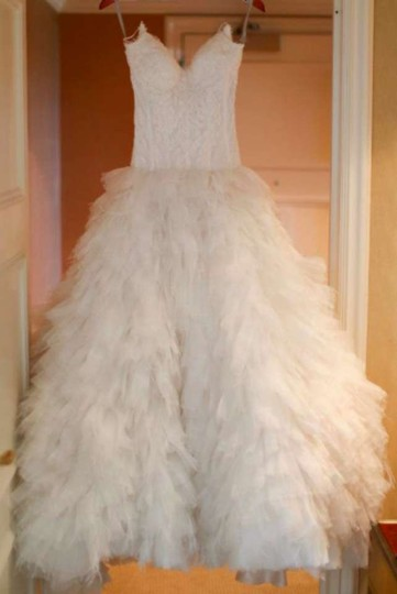 Monique Lhuillier Ivory Legend Formal Wedding Dress Size 2 (XS)